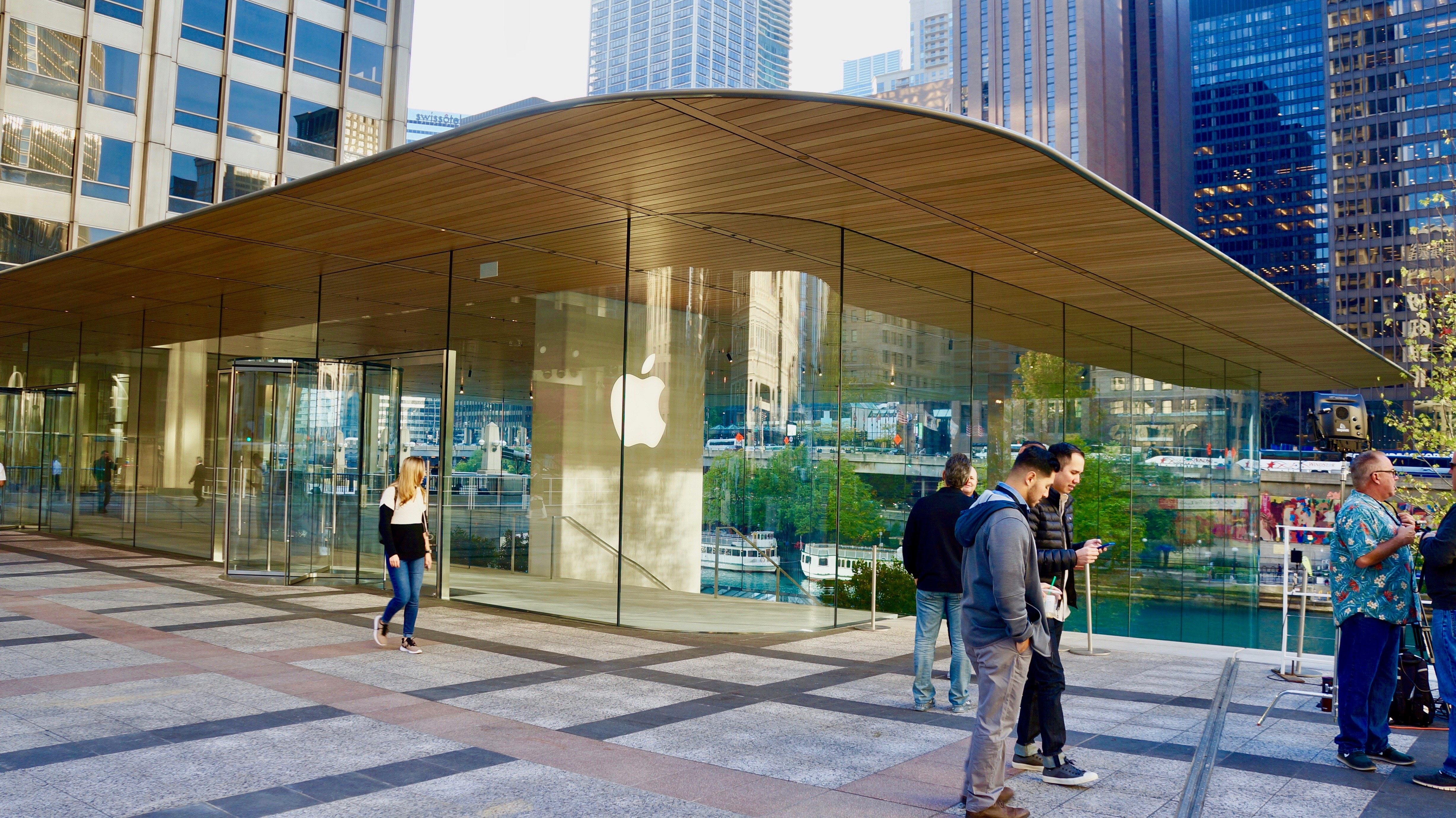 A Photo Tour Of Apples New Flagship Chicago Store MacStories - New apple store in chicago will have a giant macbook as its roof